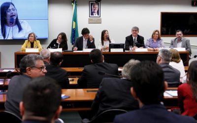 Alice Portugal protesta contra posição do MEC sobre o EaD na área da saúde