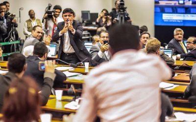 """Reunião do """"Escola Sem Partido"""" é marcada por incitação à violência e autoritarismo"""